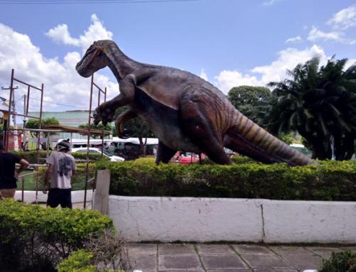 Primeira praça temática de Santana do Cariri recebe réplicas de dinossauros